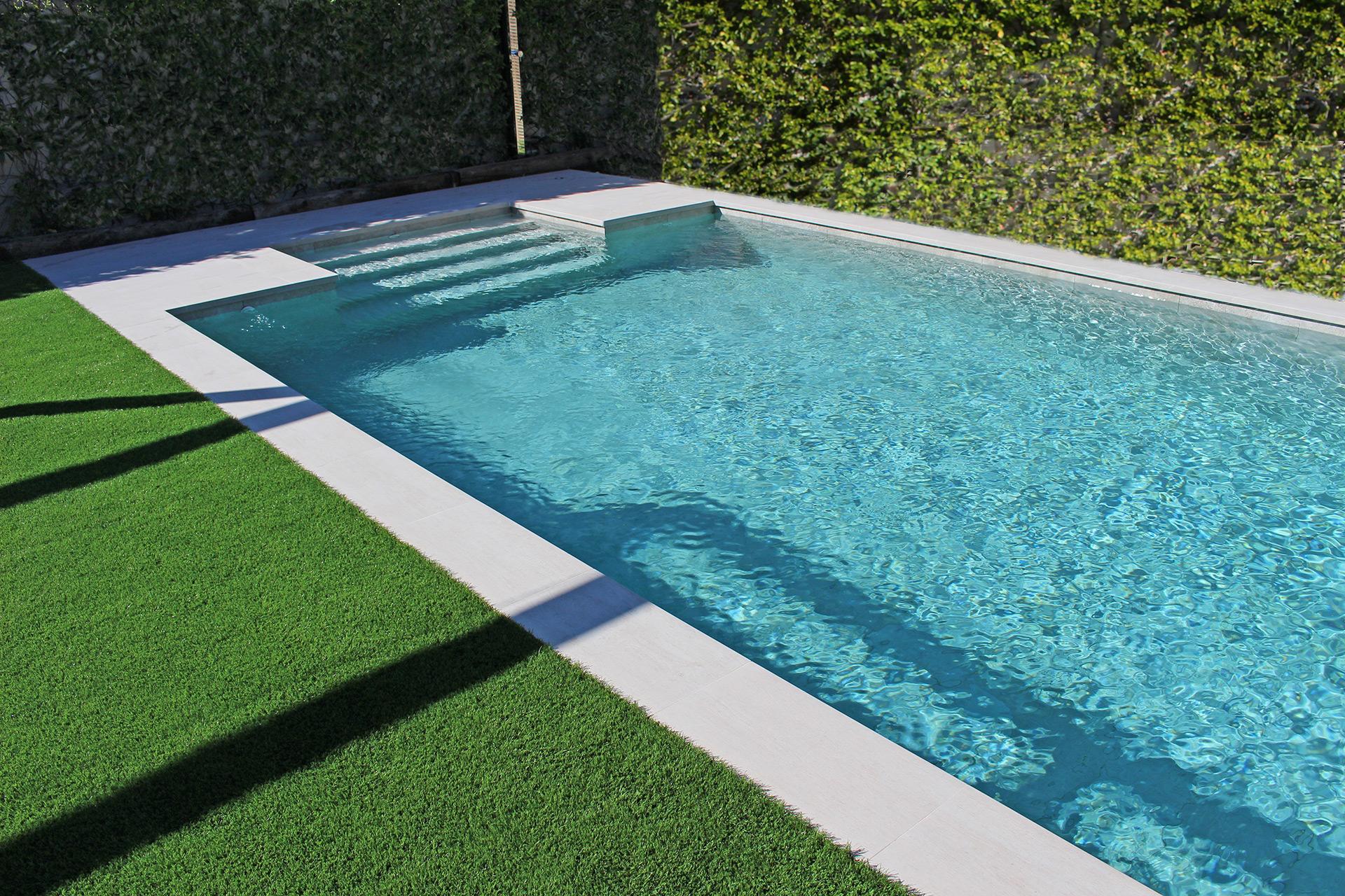 Piscines murat piscines traditionnelles fabrication et for Planos de piletas de natacion