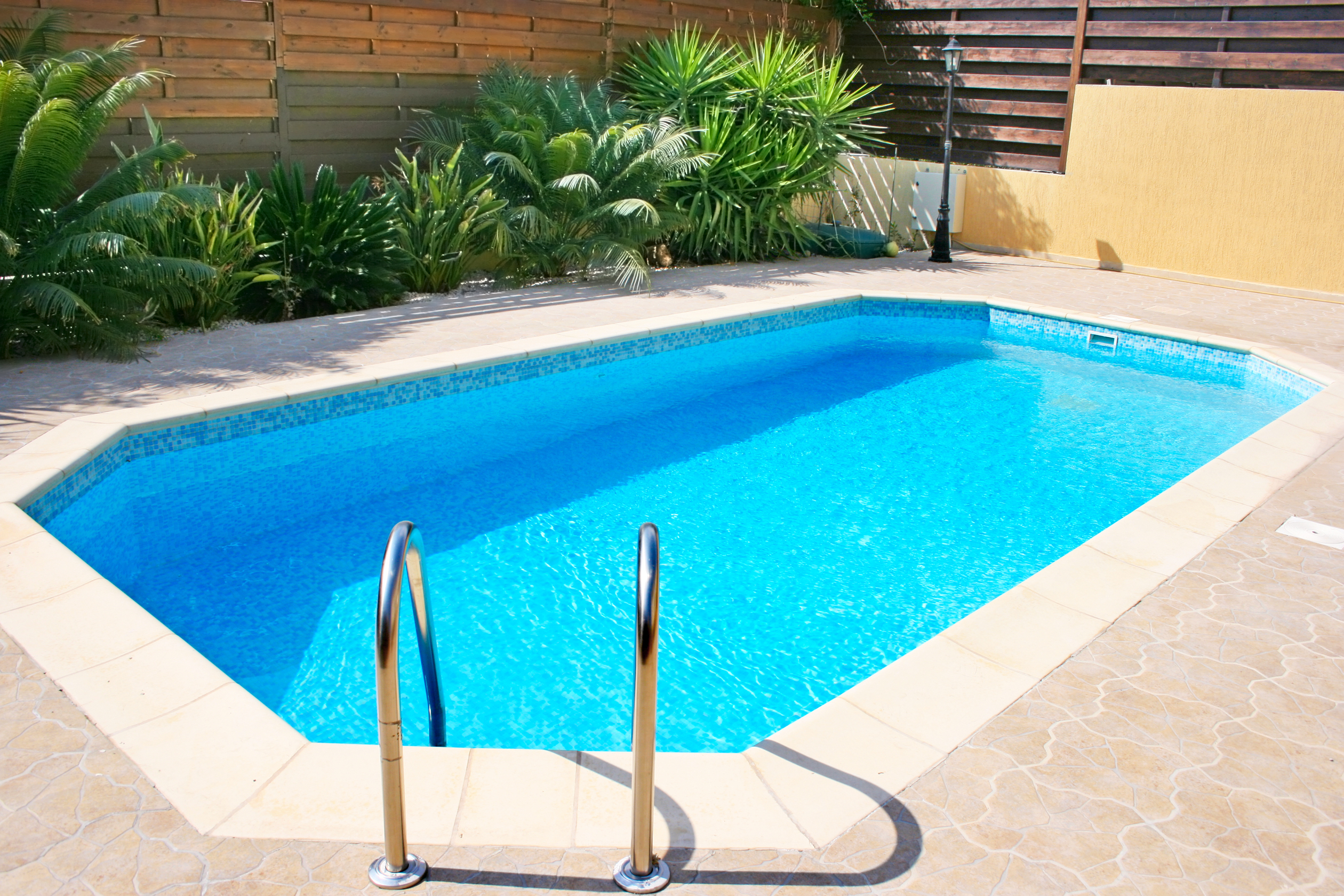 Piscines murat piscines traditionnelles fabrication et for Fabrication piscine beton